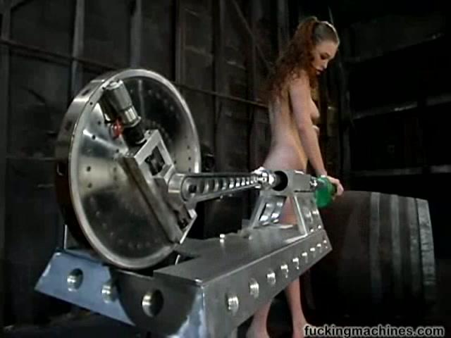 Фото как девушку трахают секс машиной фото 324-183