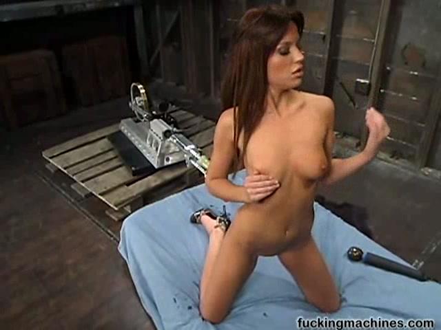 Порно видио секс машыны с каски