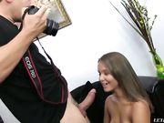 Девушка с маленькими сиськами на порно кастинге