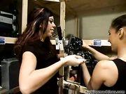 Девушки развлекаются с секс машинами