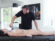 Занялся сексом с клиенткой во время массажа