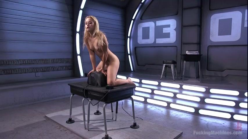 за столом на вибраторах порно