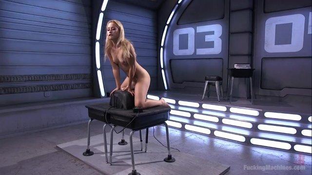 Смотреть секс на вибромашине