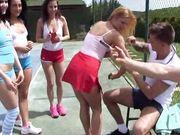 Теннисистки занимаются сексом на корте