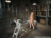Секс робот трахает женщину