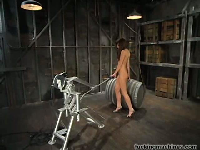Порно робот трахает девушку, девка показывает пизду по скайпу