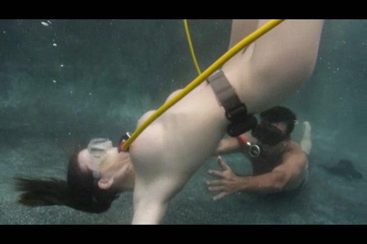 Телка сосет под водой фото 672-598