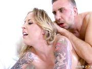 Секс видео горячей блондинки с большими силиконовыми сиськами