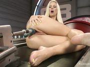 Блондинка получает вагинальный и анальный секс от секс машины