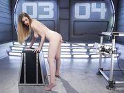 Девушка стая получает в бритую киску от секс машины