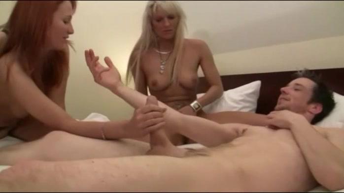 Порно видео женщины занимаются групповым фистингом фото 583-359