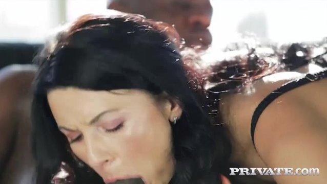 Брюнетки занимаются сексом видео