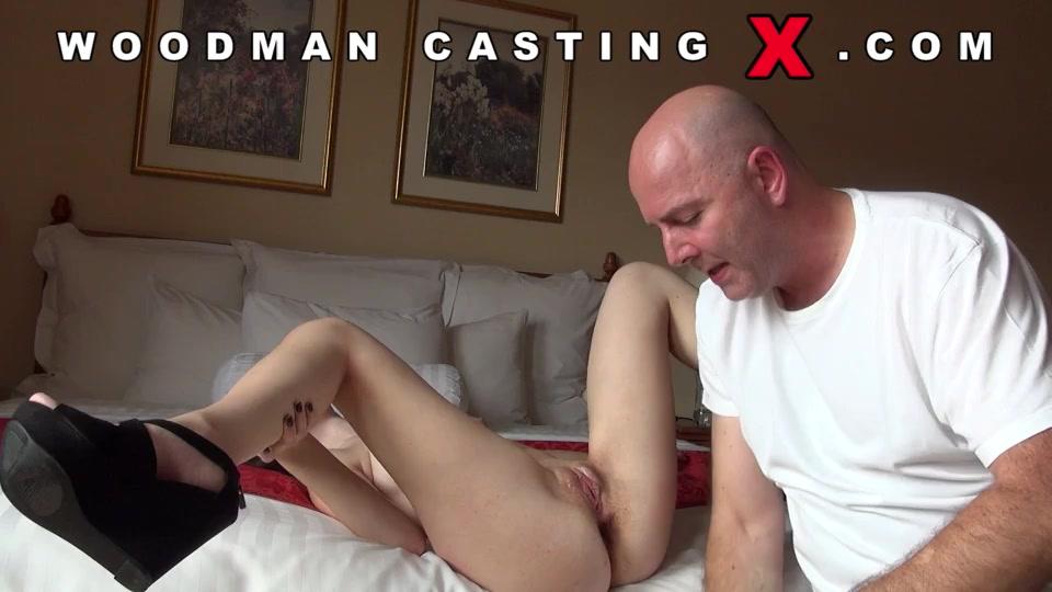 насилует вудман порно