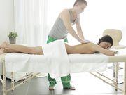 Парень делает массаж девушке и трахает
