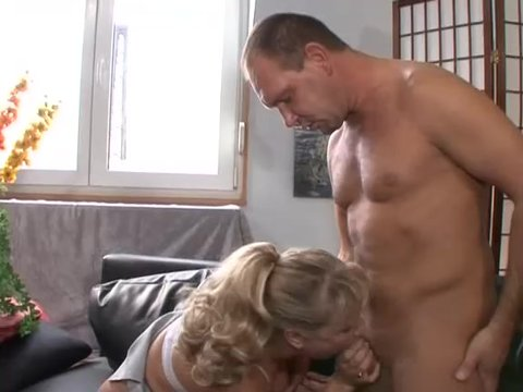 Секс зрелой женщины и мальца видео — pic 3