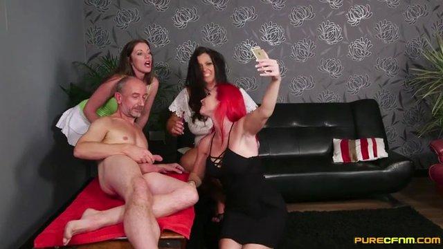 analnuyu-masturbatsiya-chlena-svoimi-rukami-video-karnaval-brazilii-porno