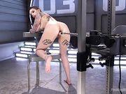 Девушка в татуировках получает оргазм с секс машиной