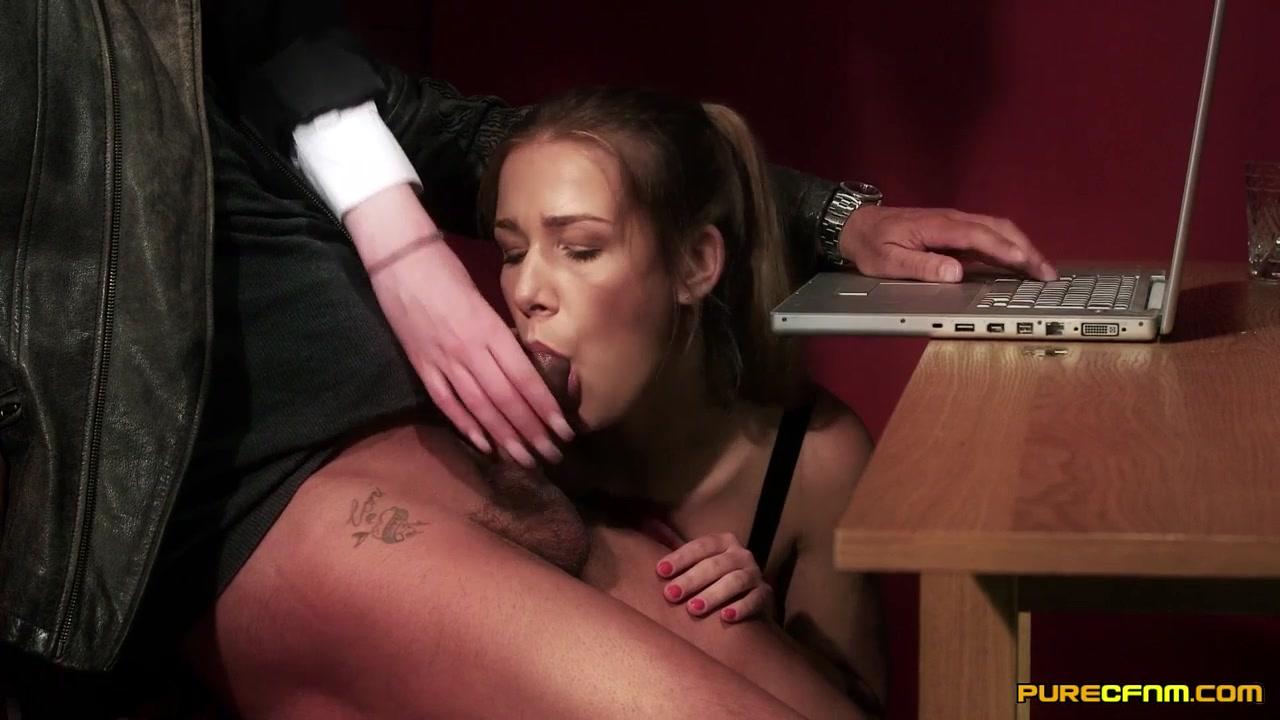 Порно жэнщина дрочит мужчине иделает минет онлаин бесплатно фото 798-896