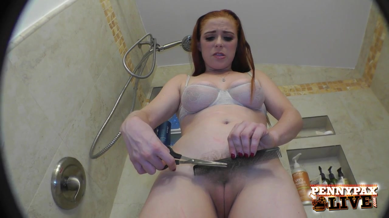 Побрила киску в ванной