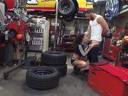 Красивое порно секса с Adriana Chechik в авто мастерской