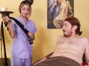 Блондинка Jade Jantzen мастурбирует член привязанного мужчины