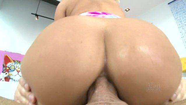 smotret-anus-bolshoy-porno-russkoe-muzh-zastukal-s-drugom-smotret