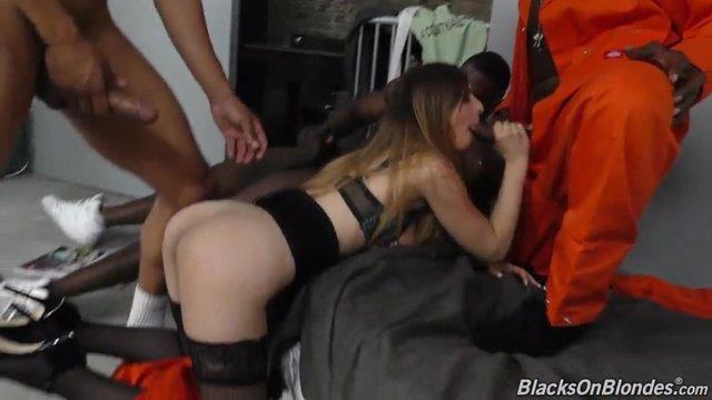Порно с темнокожими парнями, пять китаянок и один хуй секс порно