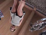 Блондинка показывает кружевные трусики под короткой юбкой