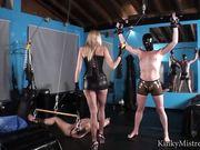 Блондинка бьет плеткой двух связанных мужчин