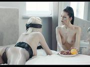 Красивый секс двух лесбиянок со страпоном