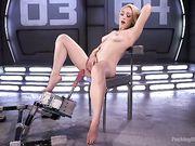 Блондинка Lily Labeau мастурбирует с секс машиной