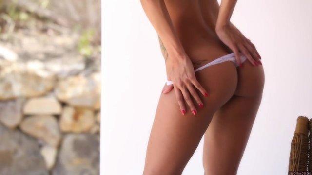 Сексуальная загорелая бразильянка