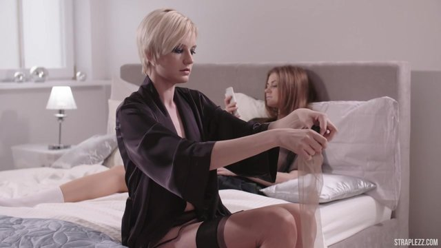 video-seks-lesbiyanki-so-straponom