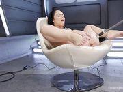 Анал брюнетки с машиной для оргазма