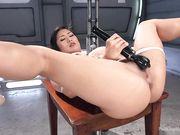 Азиатка Mia Li получает оргазм с секс машиной