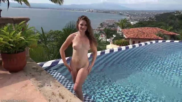 Обнаженная у бассейна видео, лучшее видео из приватов смотреть