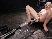 Сочная киска блондинки Lorelei Lee с секс машиной