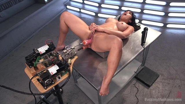 Жостко секс машиной в попку