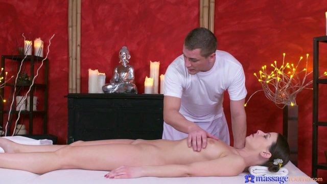 kak-massazhist-trahaet-klientok-video