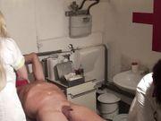 Две медсестры в подвале жутко издеваются над членом и задницей раба