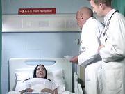 Развратная медсестра в чулках трахается раком