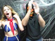 Студенты устроили групповушку во время празднования Хэллоуина в общаге