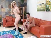 Опытная любовница блондинка насела на крепкий поршень мачо