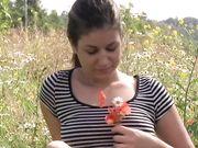 На поляне среди цветов брюнетка стянула трусы для мастурбации