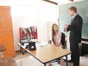 Студентка в кабинете по социологии соблазнила учителя на секс