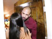 Новогодняя вечеринка для мужика завершается оргией с телками