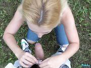 Молодая парочка студентов на природе занимаются сексом перед видео камерой