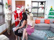 Санта Клаус соблазнил милашку блондинку и поздравил ее с Новым Годом
