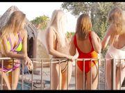 Компания сексуальных и горячих девиц занимаются мастурбацией