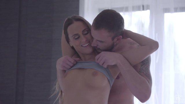 Секс На Диване Сиськи